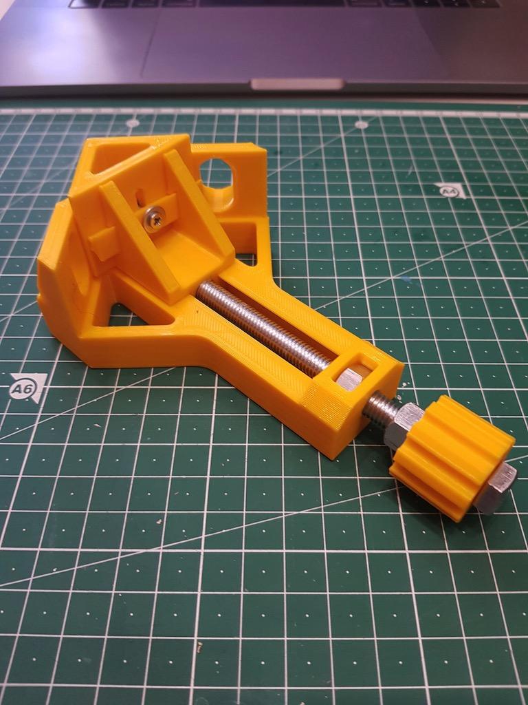 Corner clamp
